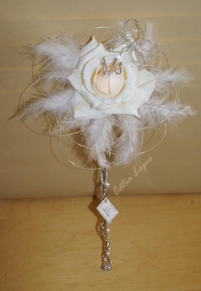 (Acessorios de noivas) = PA - rosa branca com penas e borboleta